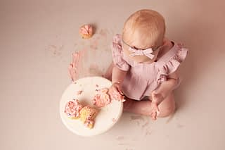cake smash photographer shrewsbury, photographer shrewsbury, baby photographer shrewsbury, 1st birthday photoshoot shrewsbury